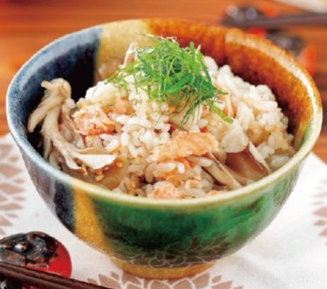写真: 鮭と舞茸の炊き込みご飯