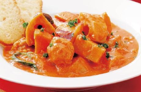 写真: 根菜と肉団子のトマトクリームシチュー