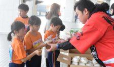 【協賛】地元特産品どうぞ 児童ランナー応援 駅伝大会に協賛/JA熊本経済連