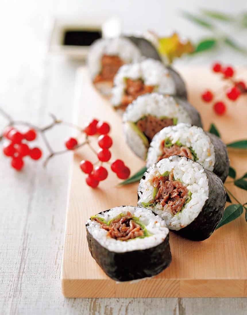 写真: 甘辛牛肉の太巻き寿司